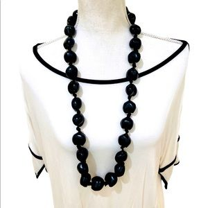 Vtg knotted 18 inch black organic bead necklace